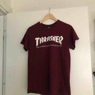 Vinröd t-shirt från Thrasher🔥🔥 köparen står för frakt📦