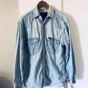 Jeansskjorta från wrangler herravdelning. Oversize.