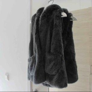 Köpt på Zaras barnavdelning (storlek: 13/14år, 164cm), passar xs/s 💕 Frakt: 79:-