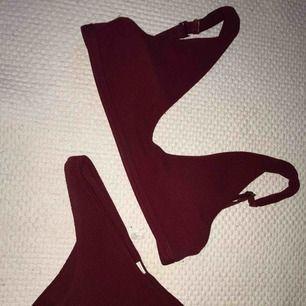 Röd bikini i storlek S Använd väldigt lite Skriv för bättre bilder Köparen betalar frakt
