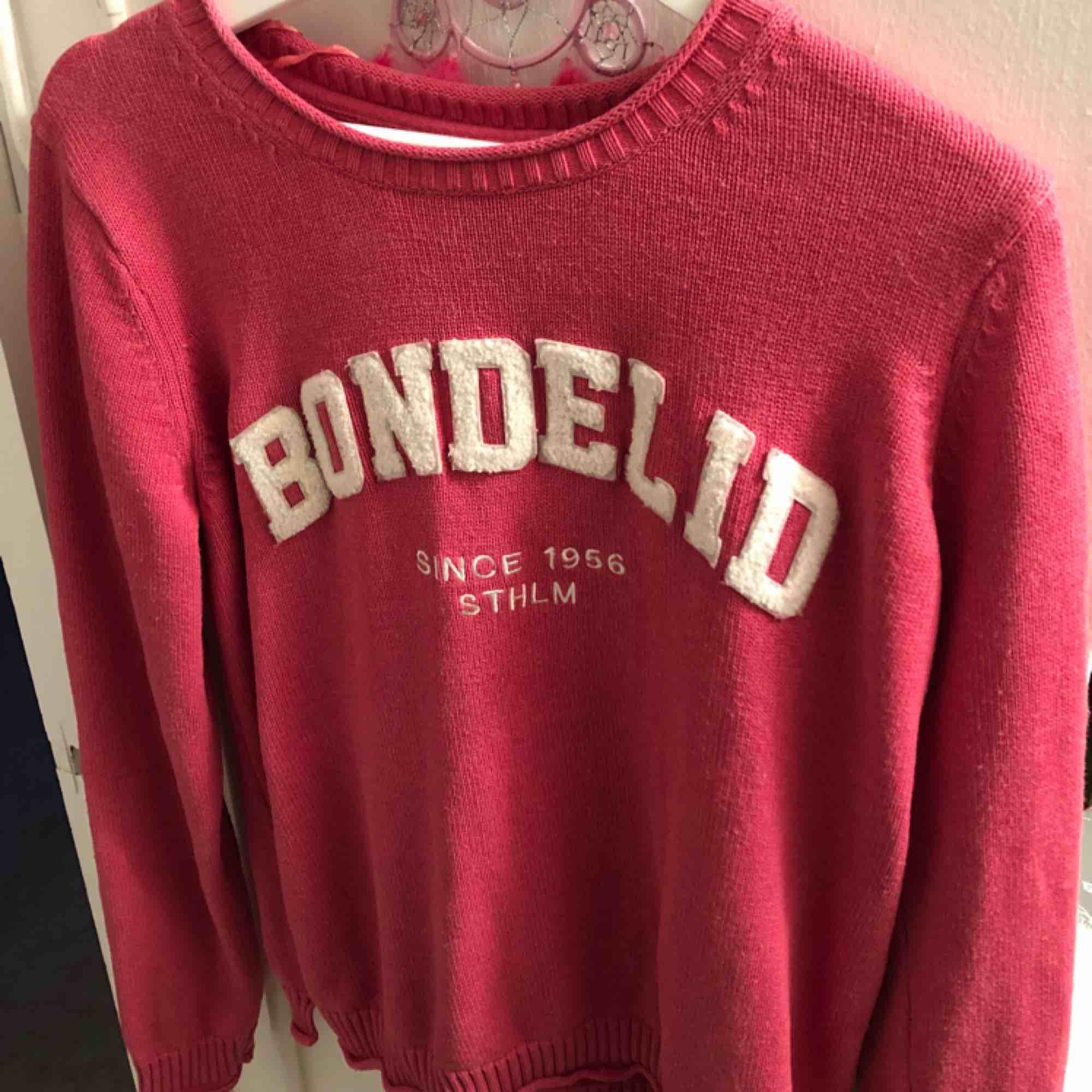 Jättefin tröja från Bondelid💗 Köpte för ca 500kr💗 Frakt tillkommer och jag säljer den för att den blivit för stor för mig💗. Tröjor & Koftor.