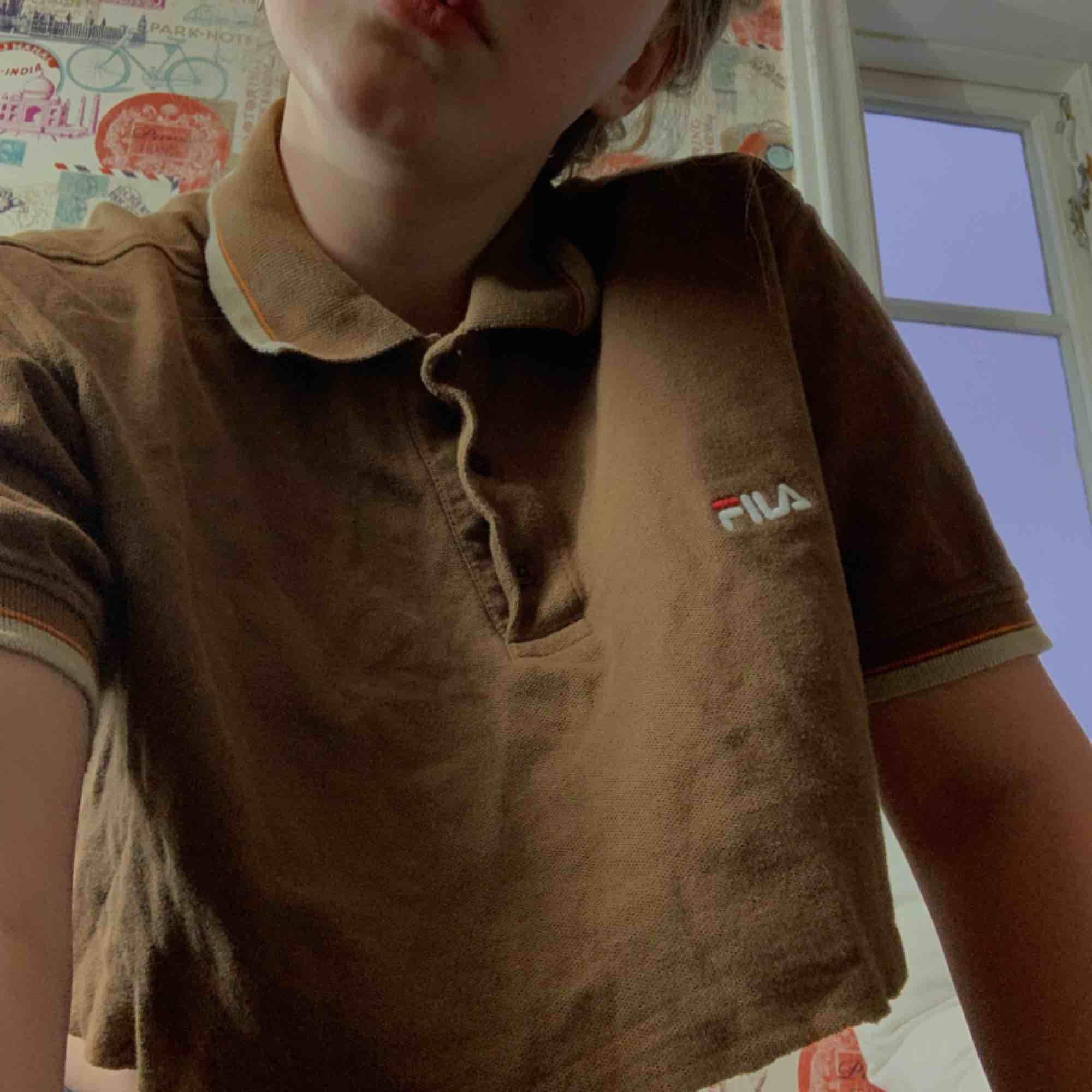 Cool avklippt pikétröja från FILA.   Mötes upp i Blekinge, annars fraktar jag. Du betalar frakten (42kr). T-shirts.