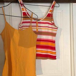 Två linnen 35kr st eller båda för 60. Tror att det randiga är en storlek M/L och det gula är en S/M❤️ frakt tillkommer (typ 35kr max)