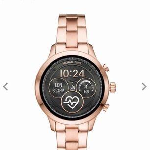 En ny MK smartwhatch, säljer min klocka som är köpt för 4 dar sen på grund av att jag har köpt ist en   Apple Watch. En jättefin klocka i rose gold färg 🙂
