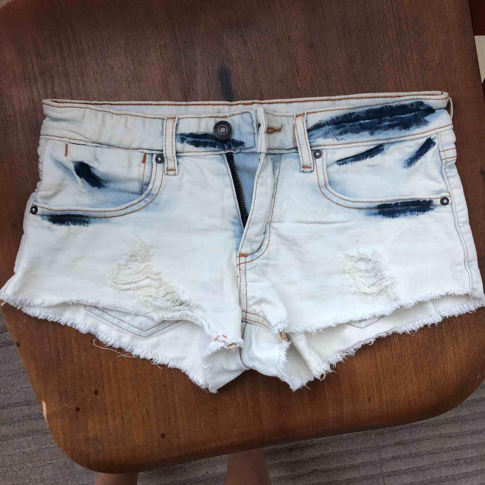Passar även lite större storlekar. Snygga beachy skjorts från Forever21 köpte i LA. Kommer dessvärre inte till användning då de skär lite i rumpan vilket inte passar mig.  Relativt oanvända. Shorts.