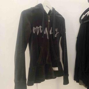"""Odd Molly """"Planet Mollywood jacket"""" i den svart/gråa färgen. Storlek 0 motsvarar XS. Superfint skick! Nypris 1396kr."""