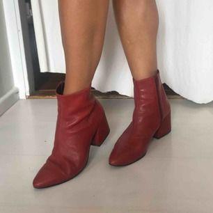 Coola röda boots från vagabond!   Supersköna och sparsamt använda.   Kan skickas!