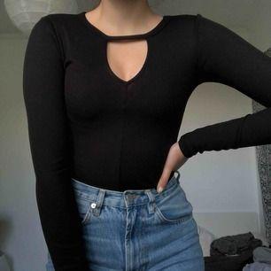 Långärmad tröja ifrån H&M som sitter jättesnyggt på XS 💕 Gratis frakt