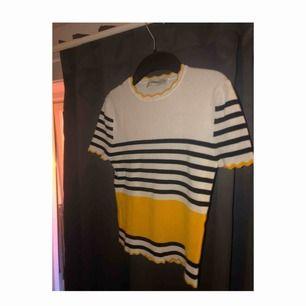 Superfin och jätteskön tröja från Zara! Den är ganska stretchig! Frakt tillkommer!