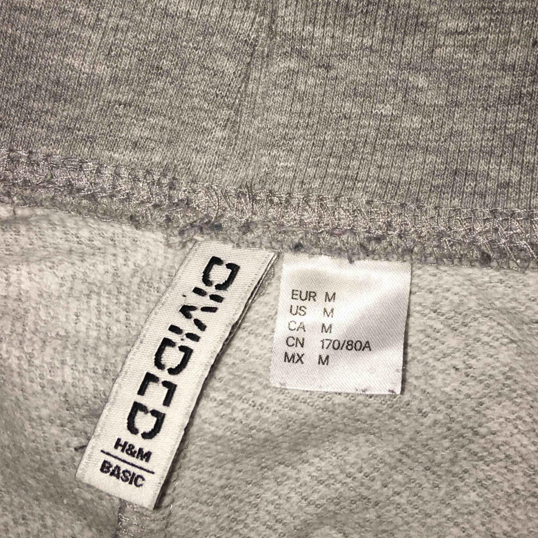 Sweatpants från H&M, strl M men passar även L. Frakt tillkommer.. Jeans & Byxor.