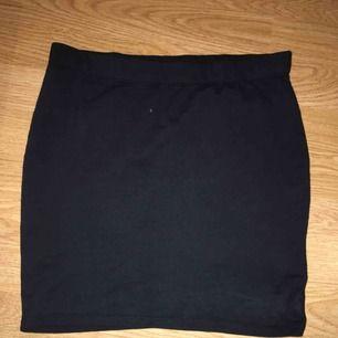 Lite kortare kjol från New Yorker, frakt tillkommer