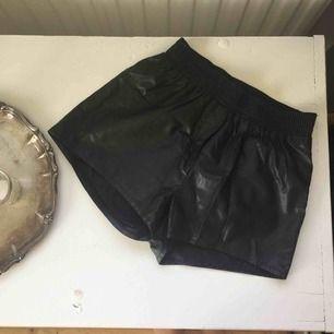 """""""Läder"""" shorts från Bik Bok, aldrig använda.  Frakt tillkommer🌸"""