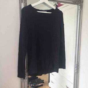 Svart stickad tröja från Gina Tricot.  Frakt tillkommer🌸