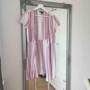 """Fin """"linne"""" klänning från forever 21 som aldrig kommit till användning.  Frakt tillkommer🌸"""