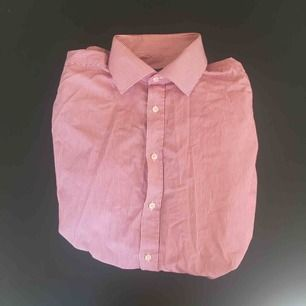 Randig skjorta från Oscar Jacobson i storlek 43 (XL)