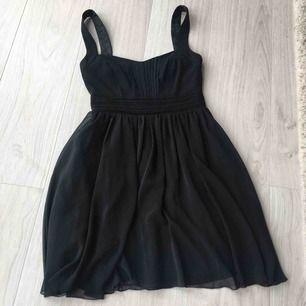 Ny elegant svart tulle klänning. Aldrig använd! Frakt kommer (39kr).