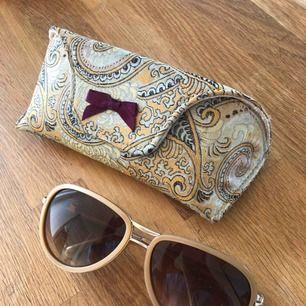 Solglasögon från Odd Molly. Beiga/rosa med tillhörande fodral. Repfria och knappt använda.