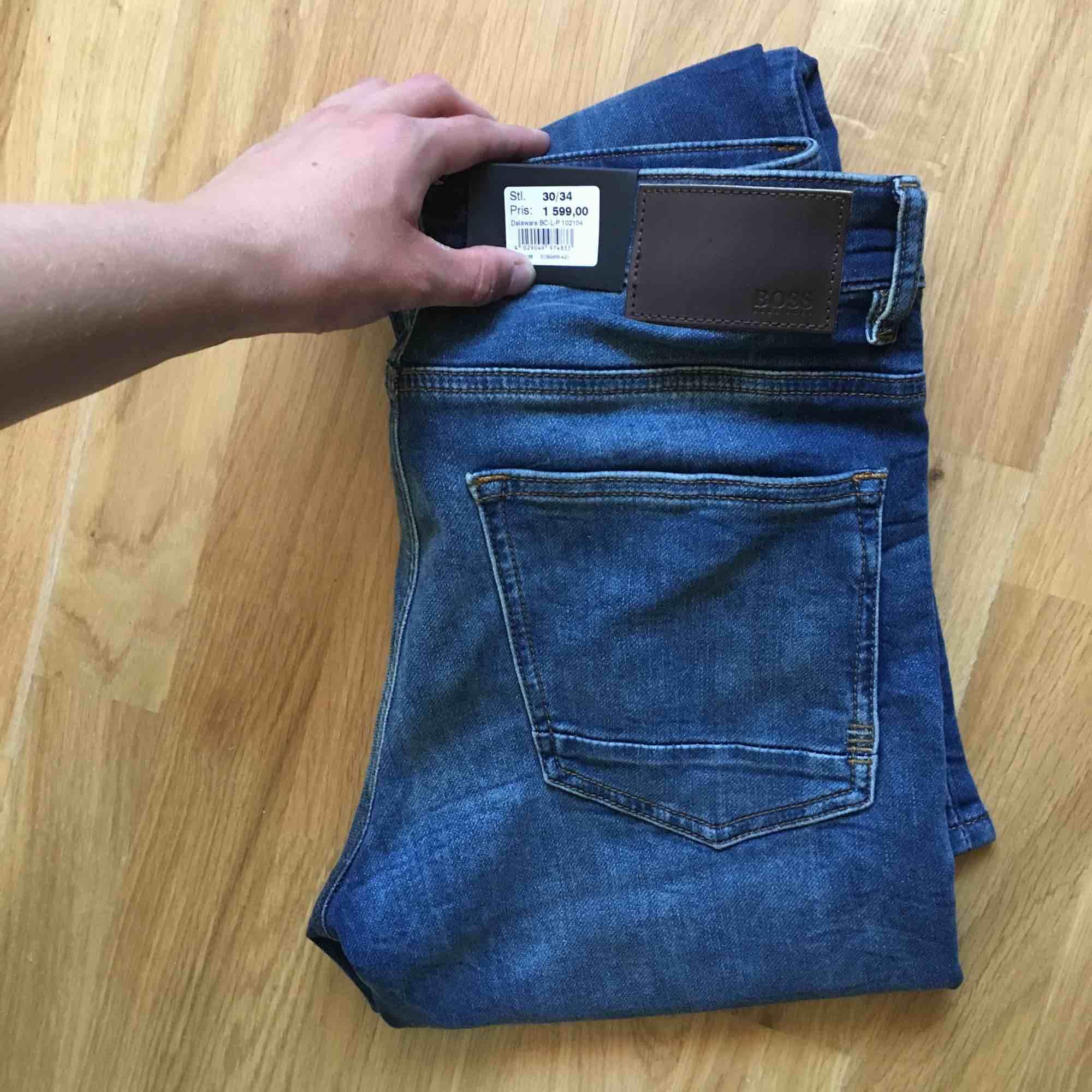 Helt nya Hugo boss jeans från nordiska kompaniet i Stocholm, nypris 1600, mitt pris 1000. 8-900 vid snabb affär. Storlek 30 x 34. Jeans & Byxor.