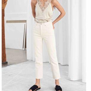 Vita jeans från Other Stories, aldrig använda, frakten är inräknad men kan även mötas upp i Stockholm