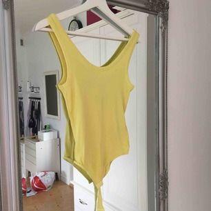 Somrig body från H&M. Frakt tillkommer🌸