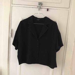 Säljer min svarta blus från Monki, i storlek S. Köpare står för frakt 🌸
