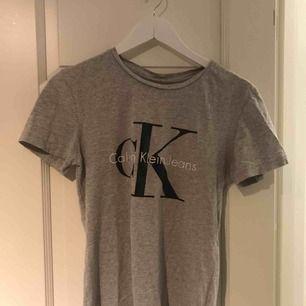 Äkta såklart t-shirt från CK. I nyskick.