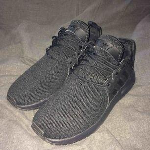 """Äkta Adidas sneakers köpta på """"Foot Street"""" på köpcentret Triangeln i Malmö. Skorna föll aldrig mig i smaken, så de är knappt använda. Jag står för fraktkostnaden!"""