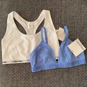 🦋BLÅ SÅLD🦋2st Calvin Klein bh-ar, vit och blå, 200kr/st, ALDRIG ANVÄNDA inte ens provade, Säljer pga att de är för små, Båda är storlek M men de passar som S 👙Frakt 42👙