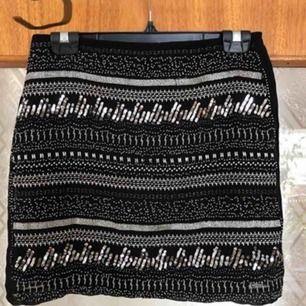 As snygg kjol i storlek 36. Inte mycket använd heller och ser ut som ny!