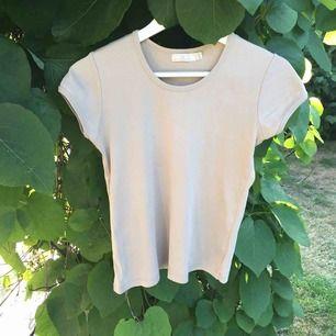 Söt t-shirt från Zara, från tidigt 2000-tal. Fin baströja!