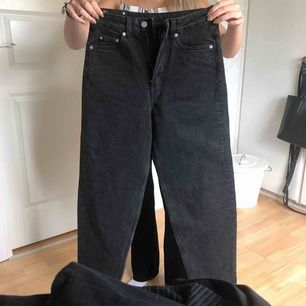 Helt nya jeans från Weekday, lapp kvar. Passar XS-S