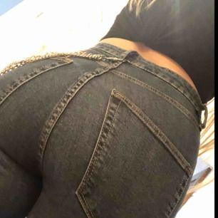 Högmidjade jeans! Använda max två gånger:)
