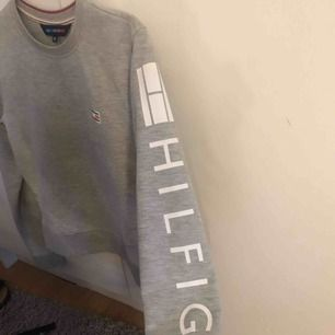 Superfin sweatshirt ifrån Tommy hilfiger !