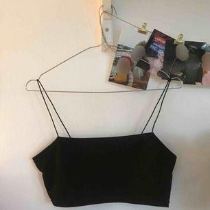 Ett helt nytt svinsnyggt linne som passar till allt. Oanvänt i storlek S passar även XS 🧡