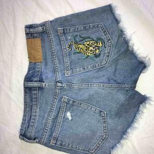 Sjukt snygga shorts som tyvärr är försmå för mig, använt sparsamt