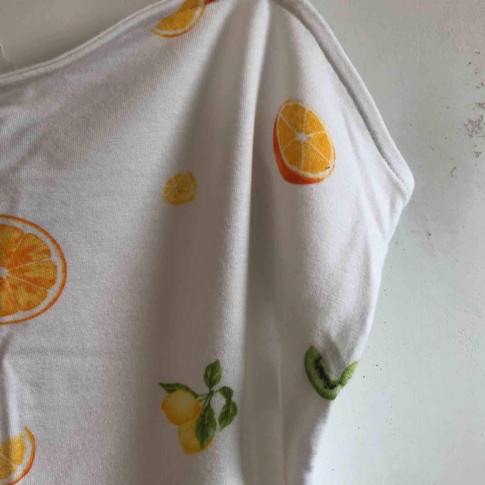 Sött linne i fin kvalite från Forever21. Aldrig använt. Kolla gärna på alla mina andra annonser . Toppar.