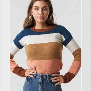 Superfin stickat tröja ifrån NAKD! Pris kan diskuteras och vid intresse kan fler bilder skickas!:))