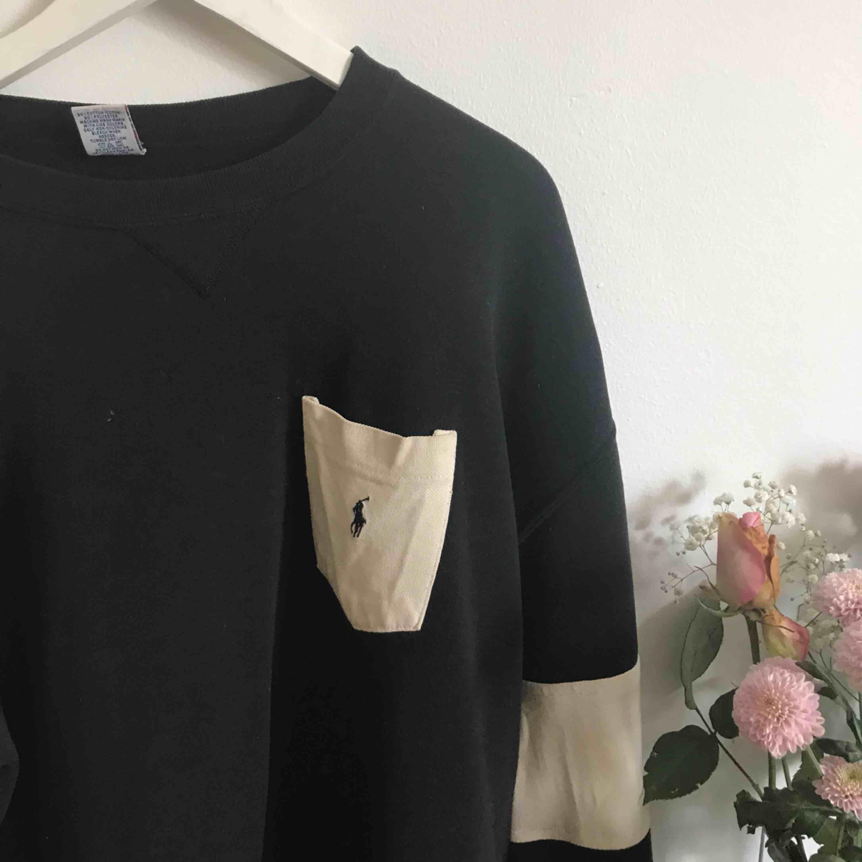Ralph Lauren Polo Collage tröja Från London! Oversized o najs Storlek: L. Huvtröjor & Träningströjor.