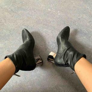 Boots från Zara. Snålt använda, i gott skick.