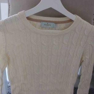 Aldrig använd! Har för många tröjor av denna stil ☺️ Köpt för 1200:- ifrån Morris. Frakt: 59:-