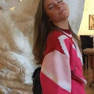 Säljer min älskade tröja från &OtherStories. Köpt för 650kr i Stockholm. Sparsamt använd.