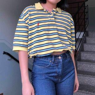 världens finaste tröja!! den kommer inte till använding längre av mig så den måste få gå vidare 😩 ~selfpromo moment~ byxorna jag har på mig söker också ett nytt hem och har en egen annons 💕