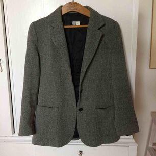 Kavaj från Zara i strl 40 men passar också mig som är runt small. Köparen står för frakt:)