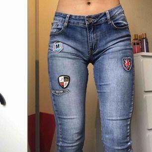 Snygga byxor som säljes pga aldrig använda. Storlek 34/36. Köparen står för frakten.
