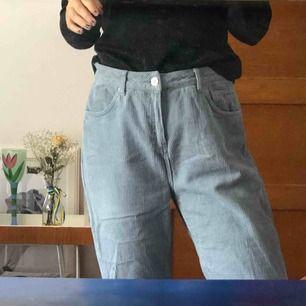Mom jeans från urban outfitters - köparen står för frakten men möts gärna i Malmö trakten
