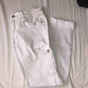 vita jeans från Denim&Co i storlek 40, använda 1 gång. 100kr + frakt