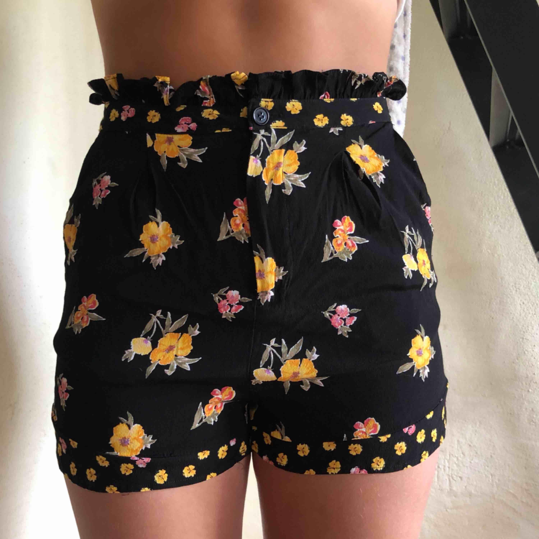 Tyg shorts från Forever 21, använda max 2 gånger så i bra skick! Super bekväma!! . Shorts.