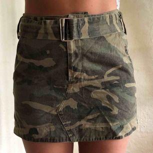 Kjol från Nakd i jeansmaterial, använd max 5 gånger så i väldigt bra skick! Perfekt längd.