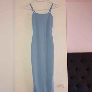 Tight babyblå klänning som är tyvärr för liten för mig :/ har en likadan fast i babylila för referens. Aldrig använd