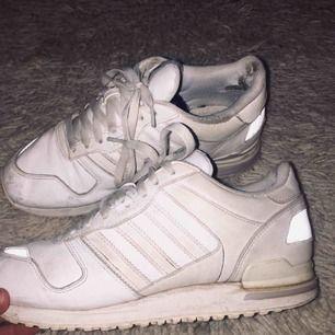 Adidas, använda flitigt, lite slitna men lika snygga ändå! 300kr + frakt